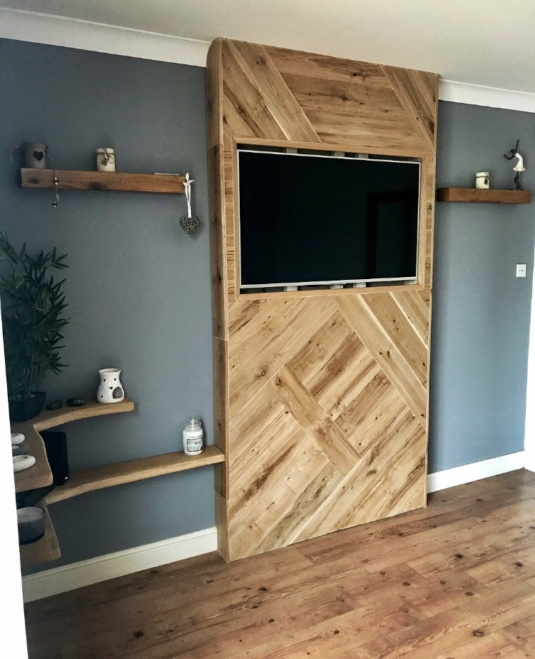 Oak statement tv wall mount | Solid Oak Designs